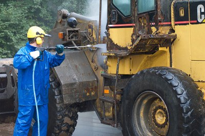 Nettoyer et décaper professionnellement les engins de chantier