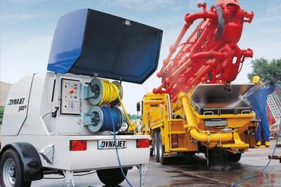 Nettoyer les pompes à béton & utiliser DYNAJET comme groupe hydraulique de secours