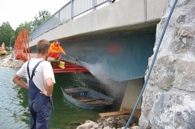 Préparer les ponts à la restauration avec l'ultra-haute pression