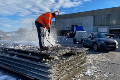 Enlever intégralement la neige et la glace avec les nettoyeurs haute pression