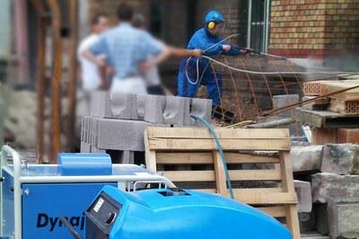 Nettoyer des façades à haute pression