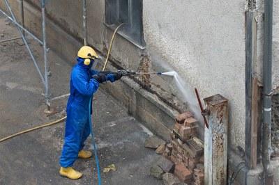 Préparer la restauration de façades à haute pression