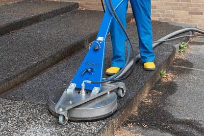 Nettoyer efficacement les places, gares & parkings municipaux
