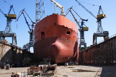 Nettoyer, dérouiller et décaper les navires à haute pression, en mer et à quai