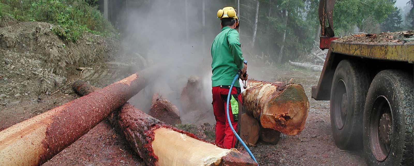 Les nettoyeurs haute pression et les accessoires DYNAJET sont conçus pour les conditions les plus difficiles et sont idéaux pour de nombreuses applications dans les domaines de l'agriculture, du bois et de la foresterie